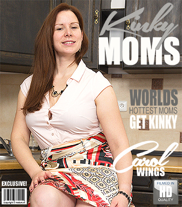 1_Mature.nl_presents_Carol_Wings__30__in_curvy_mom_Carol_Wings_playing_with_her_toys_-_06.02.2018.jpg