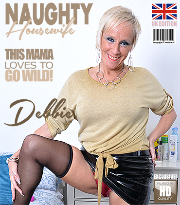 1_Mature.nl_presents_Debbie__EU___53__in_British_housewife_Debbie_playing_with_her_toy_-_01.02.2018.jpg