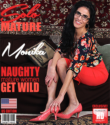 1_Mature.nl_presents_Monika_J.__47__in_American_housewife_Monika_playing_with_herself_-_26.02.2018.jpg