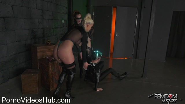 FemdomEmpire_presents_Riley_Jenner__Yasmin_Scott_in_Space_Clits__The_Ballbusting_-_16.02.2018.mp4.00014.jpg