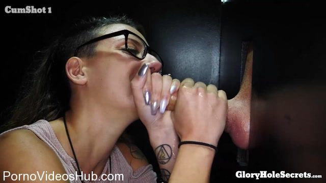 GloryHoleSecrets_presents_Sophia_Grace_in_Sophias_First_Gloryhole_Video_-_05.02.2018.mp4.00003.jpg
