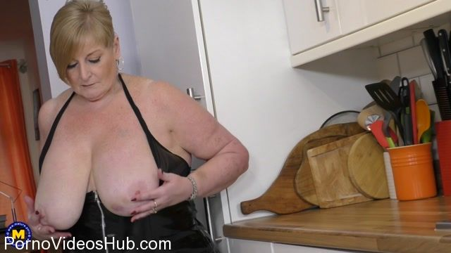 Mature.nl_presents_Jay__EU___54__in_big_beautiful_housewife_Jay_showing_off_her_big_tits_-_26.02.2018.mp4.00009.jpg