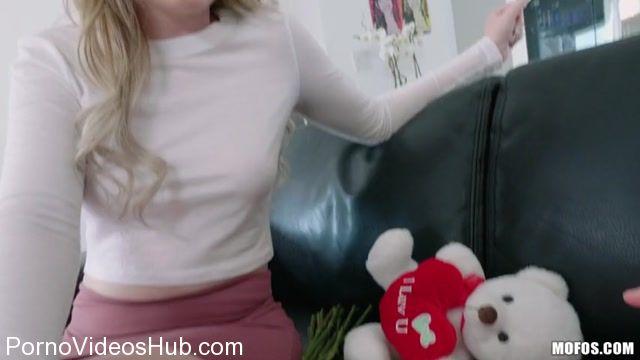Watch Online Porn – Mofos – IKnowThatGirl presents Britney Light aka Sable Jones in Blonde Teen Valentines Surprise – 09.02.2018 (MP4, SD, 854×480)