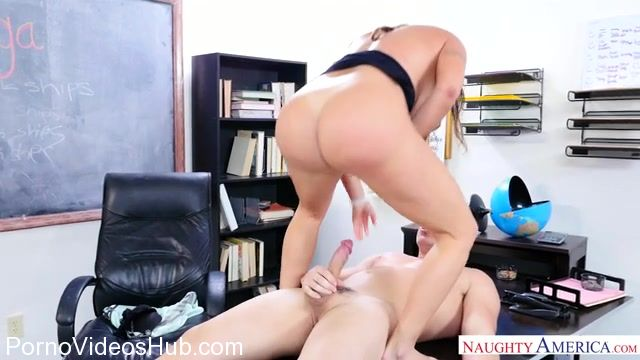 NaughtyAmerica_-_MyFirstSexTeacher_presents_Julianna_Vega_23855_-_26.02.2018.mp4.00009.jpg