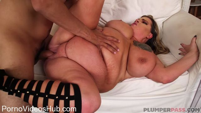 Watch Online Porn – Plumperpass presents Riley Curves in Rileys Foot Masseuse – 07.02.2018 (MP4, SD, 720×400)