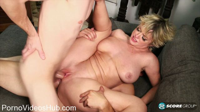 Watch Online Porn – PornMegaLoad – 40SomethingMag presents Dee Williams in The busty boss gets DPd – 14.02.2018 (MP4, FullHD, 1920×1080)