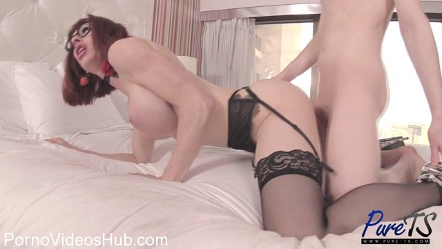 Pure-ts_presents_Tara_Emory_-_Frustrated_MILF_Bangs_The_Bellboy_-_05.02.2018.mp4.00011.jpg