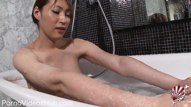 Shemalejapan_presents_Haruka_Steams_Up_The_Bathroom_-_05.02.2018.mp4.00003.jpg