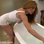 Uk-tgirls presents Vanessa Jhons in Sexy Bath And Play With Vanessa! – 07.02.2018