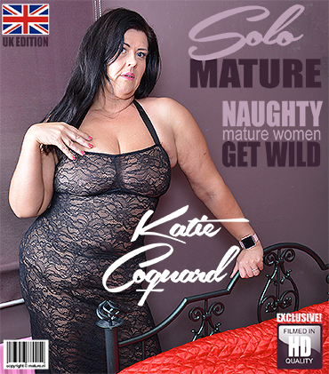 1_Mature.nl_presents_Katie_Coquard__EU___44__in_British_curvy_lady_fingering_herself_-_26.03.2018.jpg