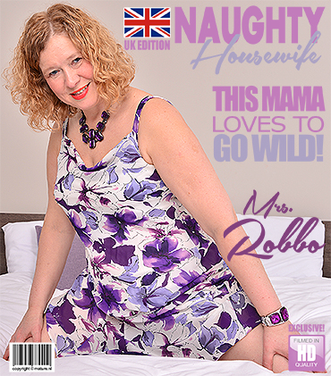 1_Mature.nl_presents_Mrs._Robbo__EU___52__in_British_mature_Mrs._Robbo_playing_with_her_toy_-_12.03.2018.jpg