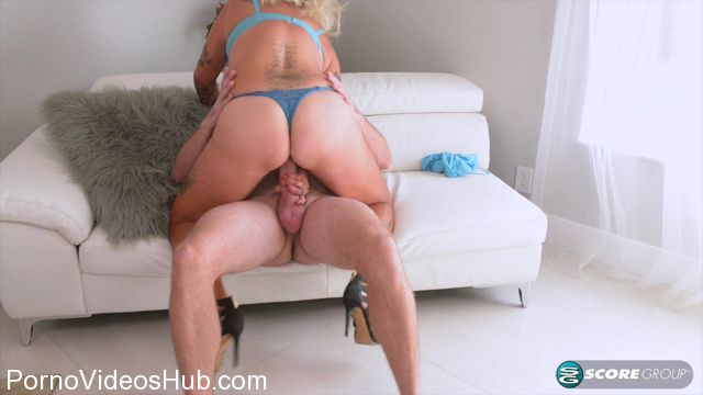 40SomethingMag_presents_Amelia_Mack_in_Surprise__You_are_gonna_fuck_my_ass__-_28.03.2018.mp4.00007.jpg