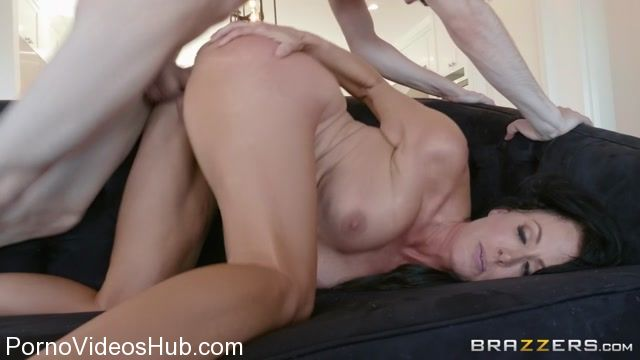 Brazzers_-_MommyGotBoobs_presents_Reagan_Foxx_in_Mommy_Needs_A_MANicure_-_05.03.2018.mp4.00008.jpg