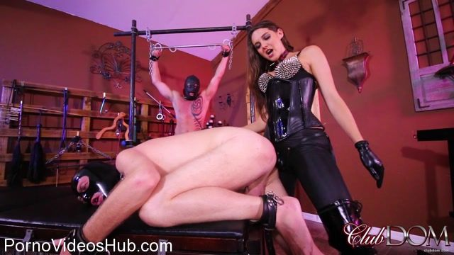 ClubDom_presents_Sadie_Holmes_in_Sadie_Stuffs_Me.mp4.00012.jpg