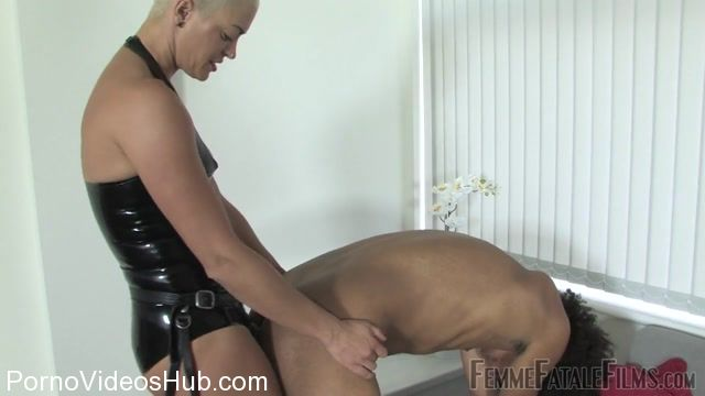 Femmefatalefilms_presents_The_Hunteress_in_All_The_Way_In.mp4.00010.jpg