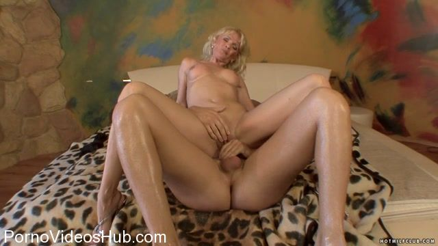 HotMilfClub_presents_Rachel_-_Hot_MILF_Rachel.mp4.00011.jpg