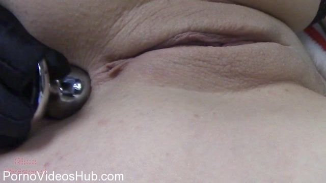 ManyVids_presents_Alice_Midgard_in_alicemidgard_miss_claus_plugs_then_rides_daddys_dick.mp4.00002.jpg