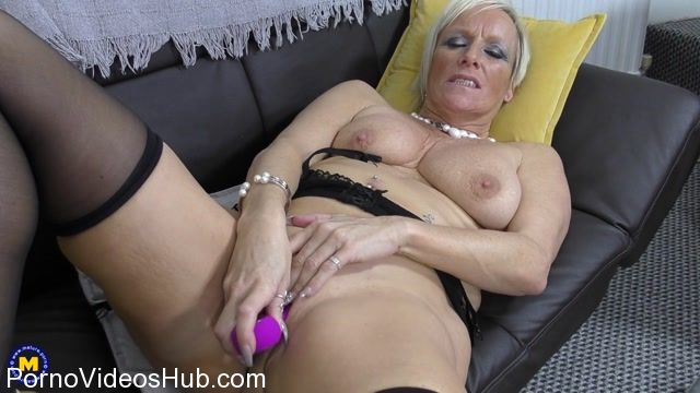 Watch Online Porn – Mature.nl presents Debbie (EU) (53) in British housewife Debbie playing with herself – 06.03.2018 (MP4, FullHD, 1920×1080)
