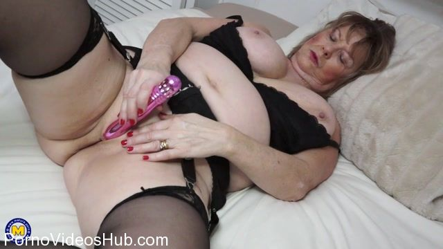Watch Online Porn – Mature.nl presents Lady Jane (EU) (64) in British curvy Mature Lady Jane playing with herself – 01.03.2018 (MP4, FullHD, 1920×1080)