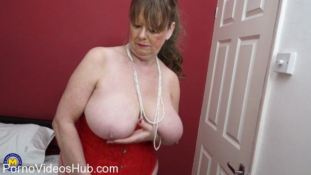 Mature.nl_presents_Lady_Jane__EU___64__in_British_housewife_lady_Jane_fingering_herself_-_30.03.2018.mp4.00003.jpg