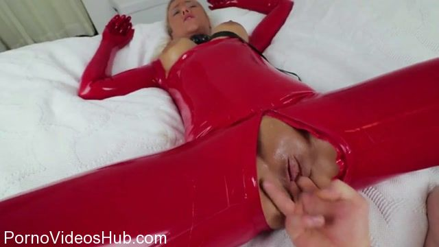 Mydirtyhobby_presents_Daynia_-_Extrem_geile_Hardcore_Abrichtung_zur_Latex-Sexhure_-_Extremely_perverse_Hardcore_training_for_latex_sex_whore__-_11.03.2018.mp4.00003.jpg