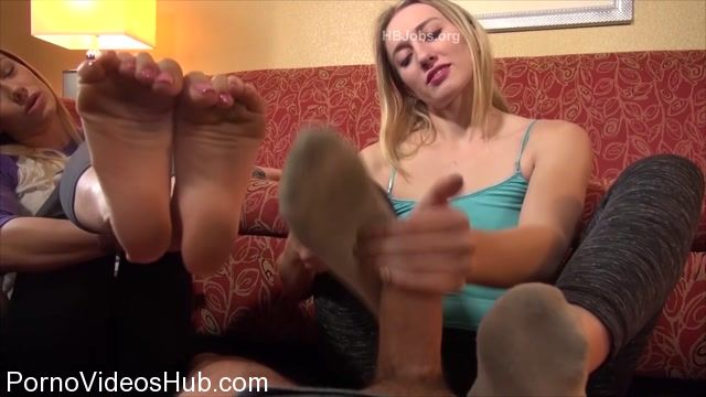 Watch Online Porn – Naomi Swann And Riley Reyes Humiliating Footjob HD (MP4, FullHD, 1920×1080)
