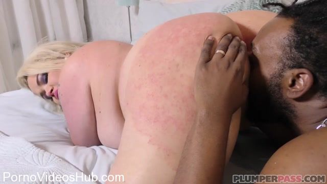 Plumperpass_presents_Saskia_Squirts_in_Pound_for_Pounds_-_05.03.2018.mp4.00005.jpg