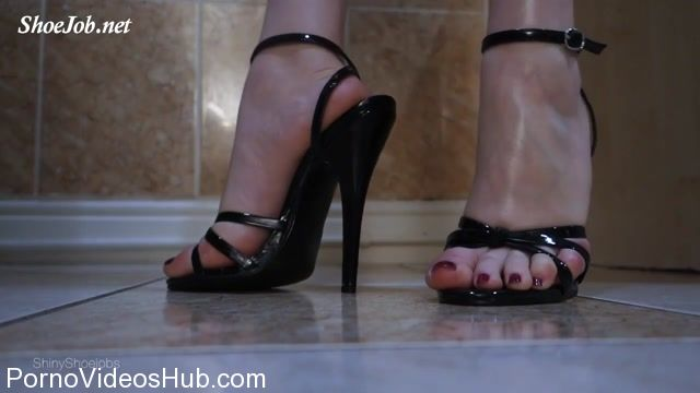 Shiny_Shoejobs_presents_Sexy_Sandals_Crush.mp4.00007.jpg