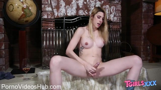 Tgirls.xxx_presents_Casey_Kisses_Is_Back__-_27.03.2018.mp4.00013.jpg