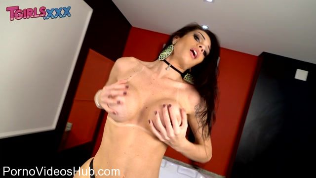 Tgirls.xxx_presents_Grazi_Cinturinha_Gets_Wet_And_Cums__-_01.03.2018.mp4.00001.jpg