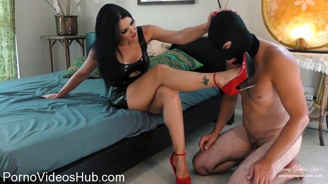 Young_Goddess_Kim_in_Fuck_My_Heels.mp4.00015.jpg