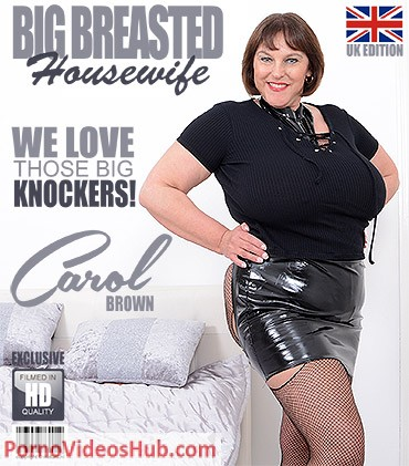 1_Mature.nl_presents_Carol_Brown__EU___50__in_British_huge_breasted_housewife_Carol_Brown_playing_with_her_toys_-_19.04.2018.jpg