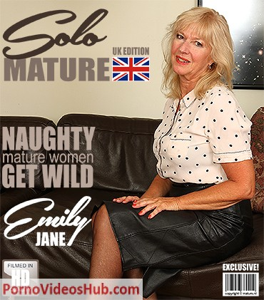 1_Mature.nl_presents_Emily_Jane__EU___62__in_British_housewife_Emily_Jane_fingering_herself_-_17.04.2018.jpg