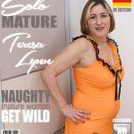 Mature.nl presents Teresa Lynn (EU) (45) in German housewife Teresa Lynn playing in the bedroom – 09.04.2018