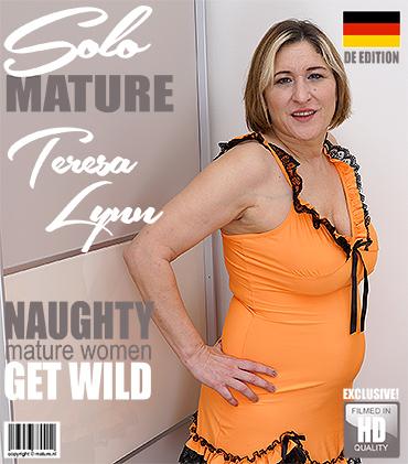 1_Mature.nl_presents_Teresa_Lynn__EU___45__in_German_housewife_Teresa_Lynn_playing_in_the_bedroom_-_09.04.2018.jpg