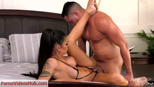 Domino_Presley_Putting_the_D_in_Dinner_-_30.04.2018.MP4.00010.jpg