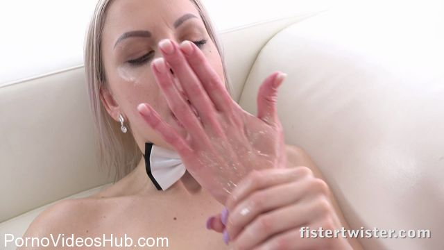 FisterTwister_presents_Claudia_Macc__fister___Julia_Parker__fisted__in_JULIA_AND_CLAUDIA_-_05.04.2018.mp4.00009.jpg