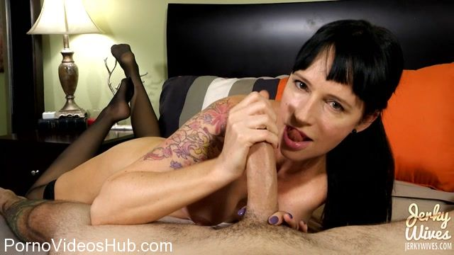Watch Online Porn – JerkyWives presents Angie Noir in Edged to the Limit (MP4, HD, 1280×720)