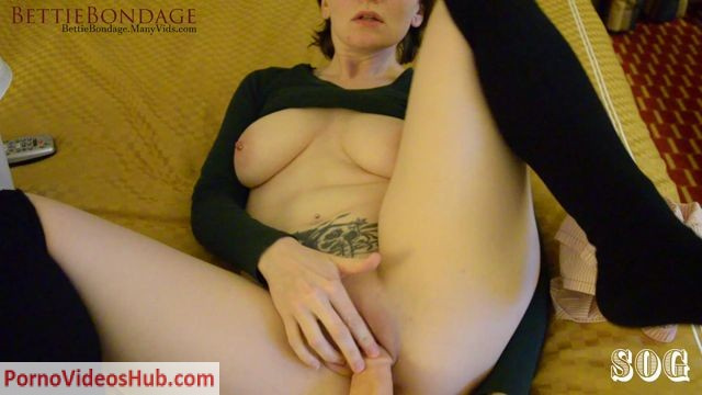 ManyVids_presents_Bettie_Bondage_in_Mom_Caught_Sniffing_Her_Sons_Boxers.mp4.00011.jpg
