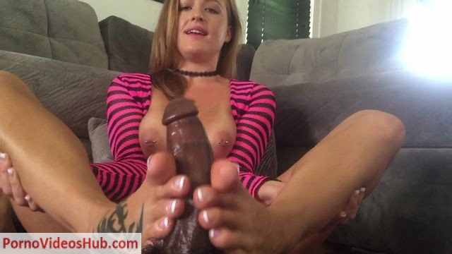 ManyVids_presents_Denise_Foxxx_in_Denise_Gets_Spanked_in_Her_Boots_Footjob.mp4.00012.jpg