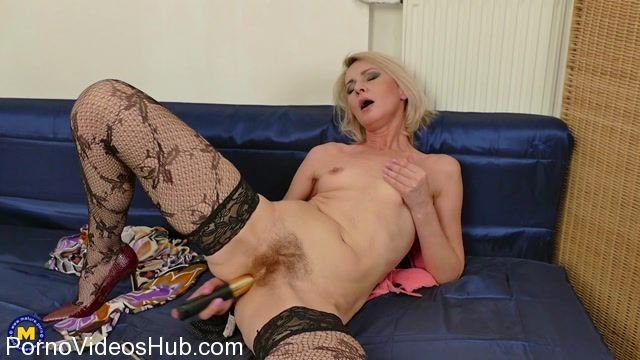 Watch Online Porn – Mature.nl presents Artemia (45) in hairy housewife Artemia playing with herself – 05.04.2018 (MP4, FullHD, 1920×1080)