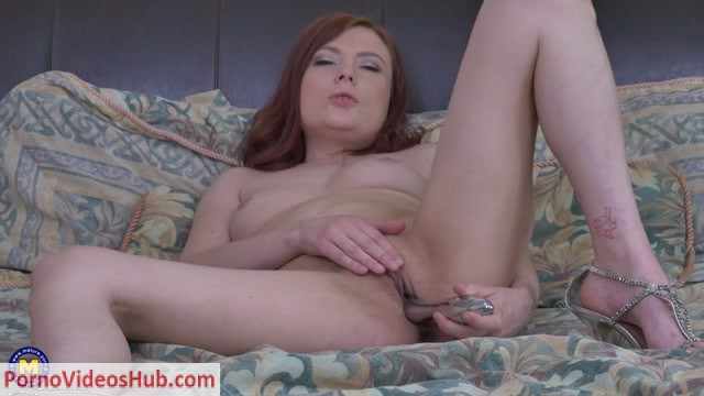Mature.nl_presents_Katrina_B.__34__in_Canadian_mom_playing_in_bed_-_17.04.2018.mp4.00010.jpg