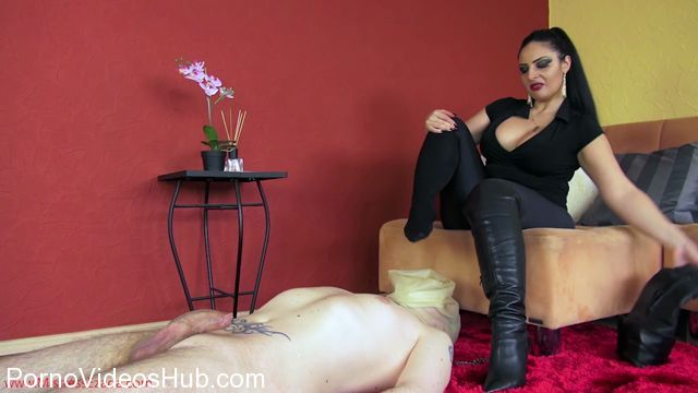 Watch Online Porn – Mistress Ezada Sinn in No escape from the smell of My feet (MP4, HD, 1280×720)