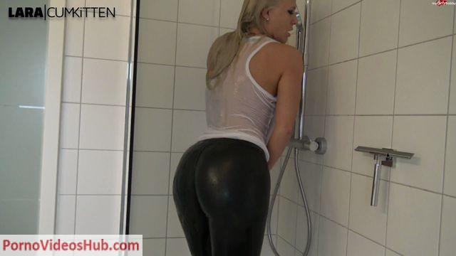 MyDirtyHobby_presents_Lara-CumKitten_-_Leggings_Prallarsch_in_der_Dusche_Beobachte_mich_-_Leggings_bounce_in_the_shower_Watch_me_secretly_wixxen_-_13.04.2018.mp4.00005.jpg