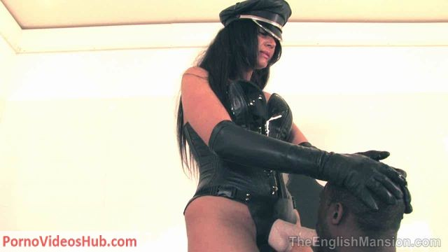 TheEnglishMansion_presents_Mistress_Pandora_in_Her_Strapon_Bitch.wmv.00003.jpg