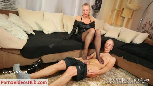 The_Nylon_Leg_Fetish_Store_presents_Domina_Del_Dea_slave_footjob.mp4.00008.jpg