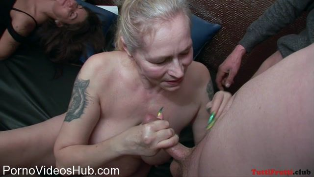 TuttiFrutti_presents_NEW_gang-bang__hairy_mature_Violet_is_back_to_my_party_-_31.03.2018.mp4.00005.jpg