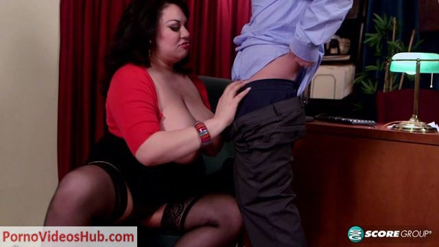 XLgirls_presents_Julia_Juggs_in_The_Anal_Office_-_16.04.2018.mp4.00003.jpg
