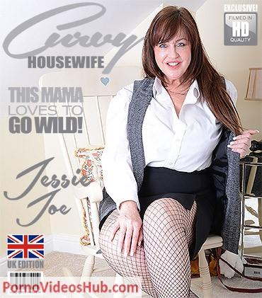 1_Mature.nl_presents_Jessie_Joe__EU___50__in_British_big_breasted_housewife_Jessie_Joe_fingering_herself_-_01.05.2018.jpg