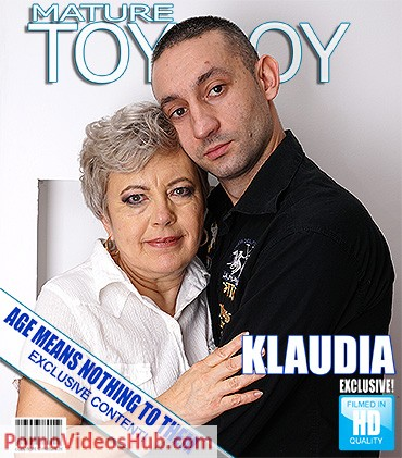 1_Mature.nl_presents_Klaudia_D.__59__in_Chubby_mature_lady_doing_her_toyboy_-_03.05.2018.jpg